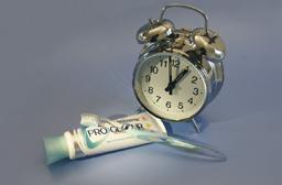 Wekker tandenborsten en tandenpasta
